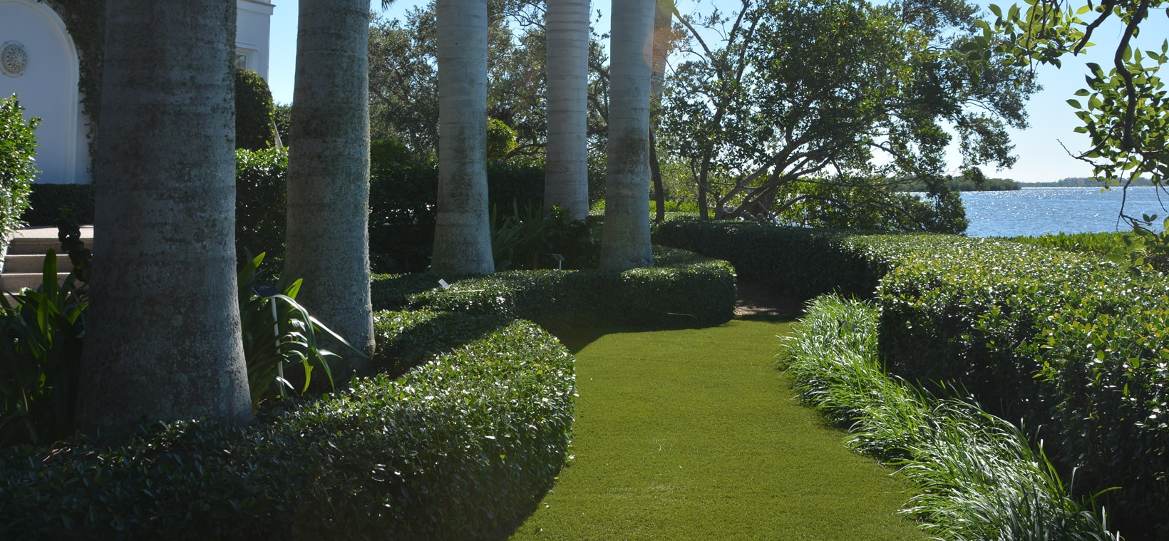Aiello Landscape synthetic turf pathway